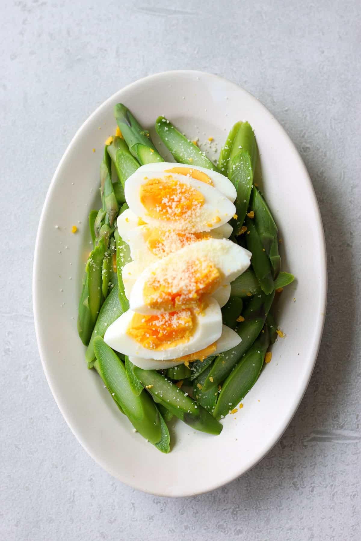 アスパラとゆで卵のシンプルサラダ