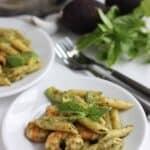 手作り バジルソース を使った緑のパスタ。プリプリの エビ と、クリーミーな アボカド を加え、香り高い美味しい パスタ の出来上がり。バジルの美味しい季節にいかがですか。  2児のママが運営する料理ブログ。日々役立つシンプルレシピ、簡単に作れるおやつなど紹介します。簡単なベジタリアン、ヴィーガンレシピが得意。chefjacooks.com