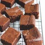 簡単 レシピ 混ぜて焼くだけ! ヴィーガン ブラウニー   Chef JA Cooks シンプル後はん 乳製品を使わなくても、ふっくらしっとり濃厚な ブラウニー が完成。混ぜて焼くだけの簡単レシピでヘビロテ間違いなし。  2児のママが運営する料理ブログ。簡単なベジタリアン、ヴィーガンレシピが得意。chefjacooks.com