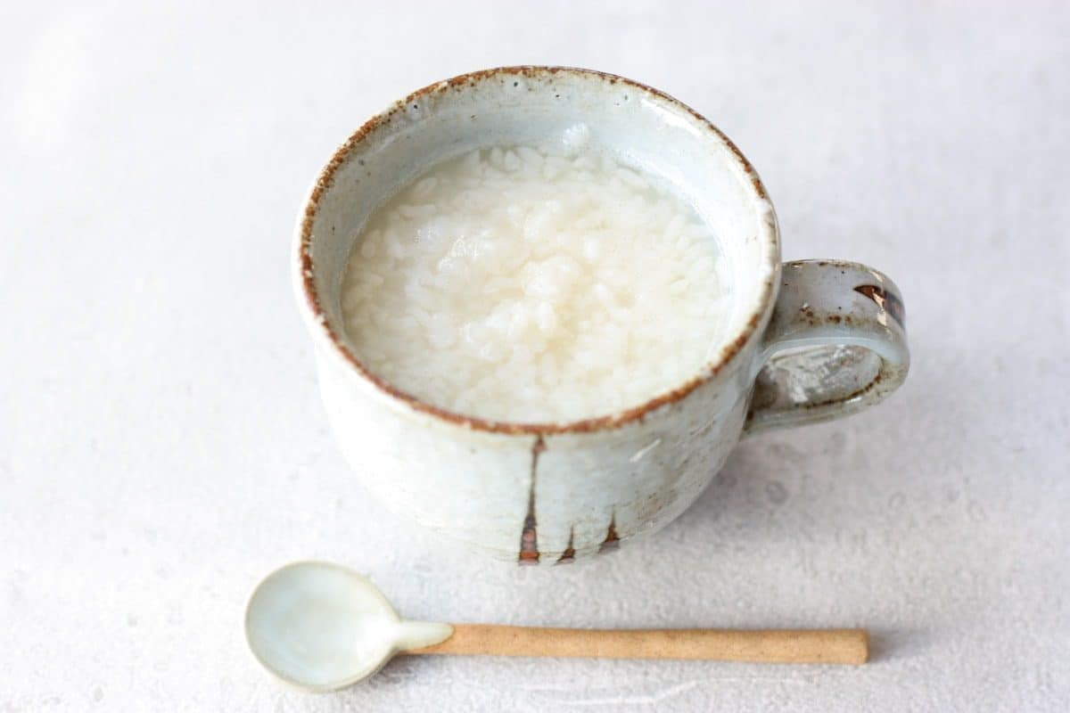 コーヒーカップに入った生甘酒