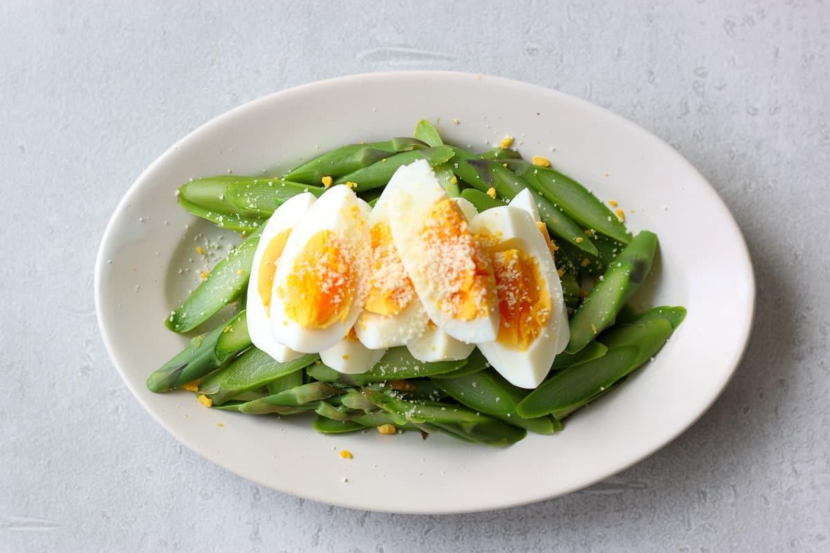 アスパラとゆで卵のサラダ