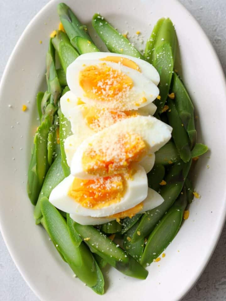 Simple asparagus salad with boiled eggs