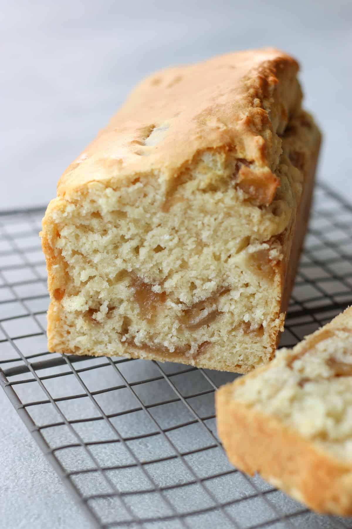 Vegan Apple Cinnamon Cake
